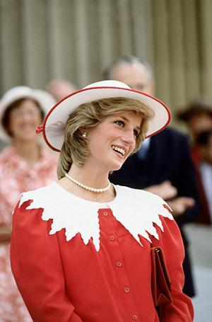 Фото №56 - 70 красных нарядов: как принцесса Диана носила любимый цвет
