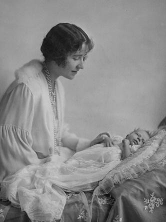 Фото №6 - Новая эпоха: как рождение принца Чарльза положило конец многовековой традиции