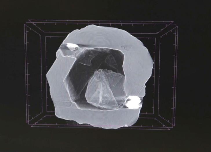 Фото №2 - В России нашли алмаз-матрешку— первый и единственный в мире (видео)