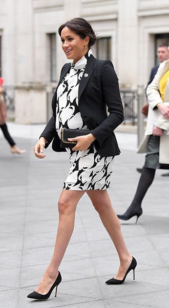 Фото №5 - Почему герцогиня Меган не отказывается от шпилек во время беременности