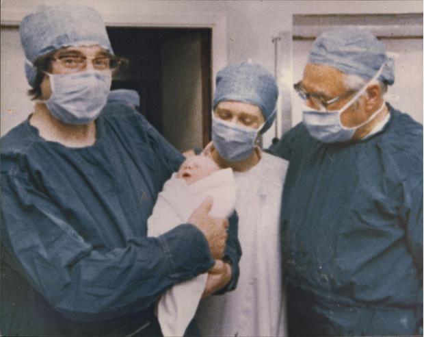 Фото №3 - «Младенец века»: как живет сейчас первый в мире ребенок из пробирки