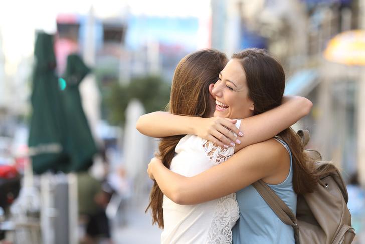 Фото №1 - Ученые рассказали, в каком возрасте у человека больше всего друзей
