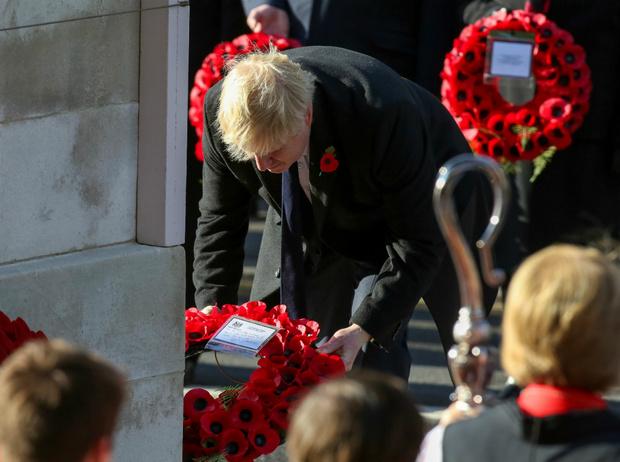 Фото №2 - «Безобразное поведение»: Борис Джонсон нарушил этикет в День памяти