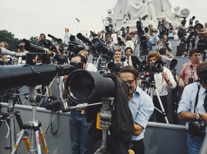 Фото №2 - Как повлияют на королевскую свадьбу отношения принца Гарри с прессой