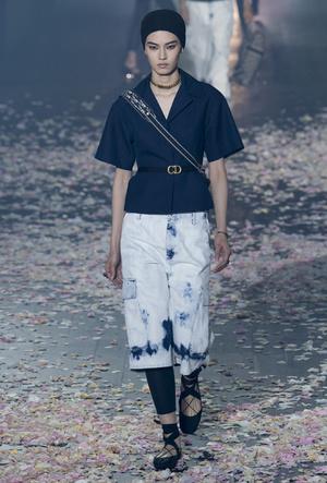 Фото №15 - Привет из 80-х: как носить вареный деним сегодня