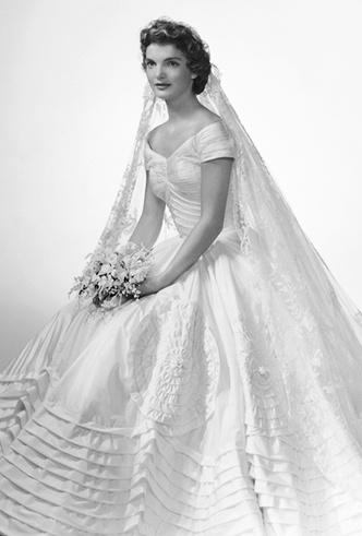 Фото №4 - От Жаклин Кеннеди до Людмилы Путиной: в чем выходили замуж Первые леди