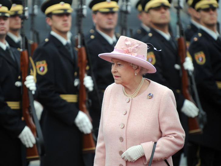 Фото №1 - Что такое придворный циркуляр, и почему Королева должна утверждать его каждый день