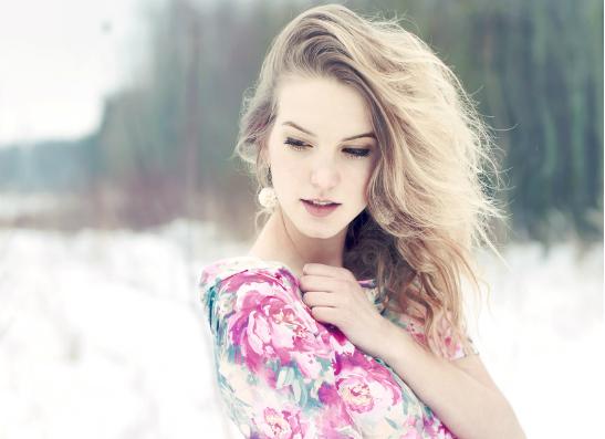 Фото №1 - Модный вопрос: как носить платье зимой?