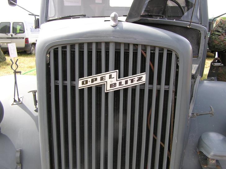 Фото №4 - Дирижабль, коленвал, молния: что скрывается за эмблемой Opel