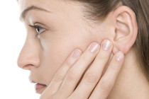 Боль в ухе при глотании— причины и как с этим справиться