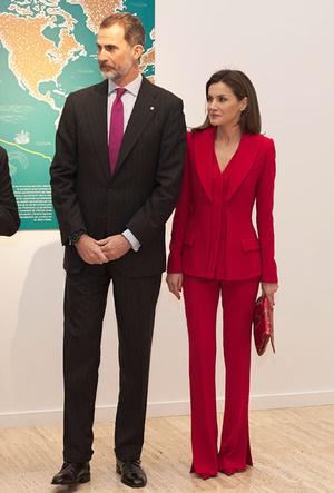 Фото №18 - Как королевские особы носят брючные костюмы