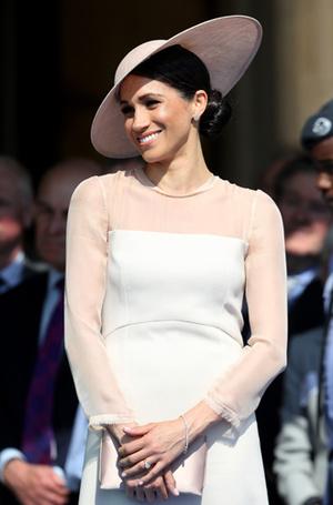 Фото №8 - Почему герцогиня Меган внезапно увлеклась розовым и бежевым
