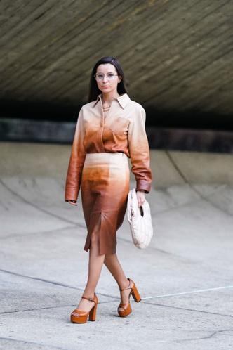Какую юбку носить женщине после 50