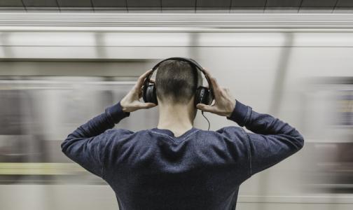 Фото №1 - Эксперт: наушники и колонки могут быть опасным «звуковым оружием»