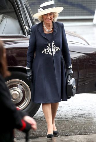 Фото №9 - Меган Маркл на своей первой официальной службе с Елизаветой II