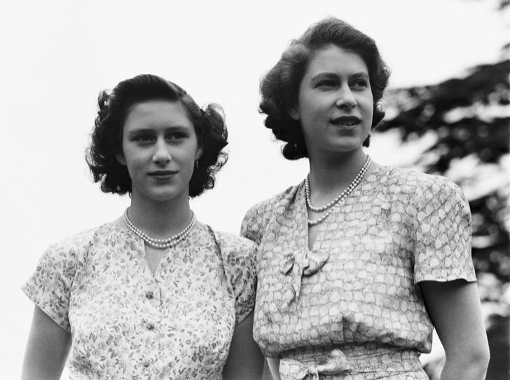 Фото №1 - Почему будущую Королеву и принцессу Маргарет не эвакуировали во время Второй мировой войны