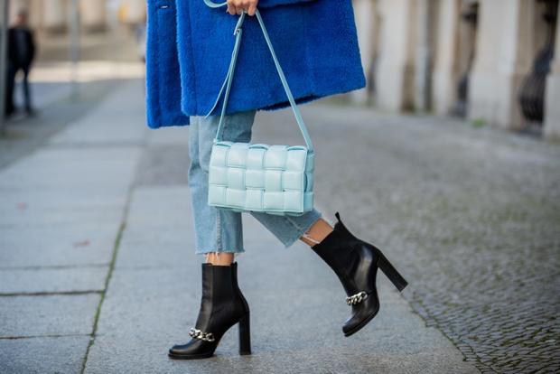 Фото №1 - Зимнее настроение: 20 хитовых моделей обуви на любой бюджет
