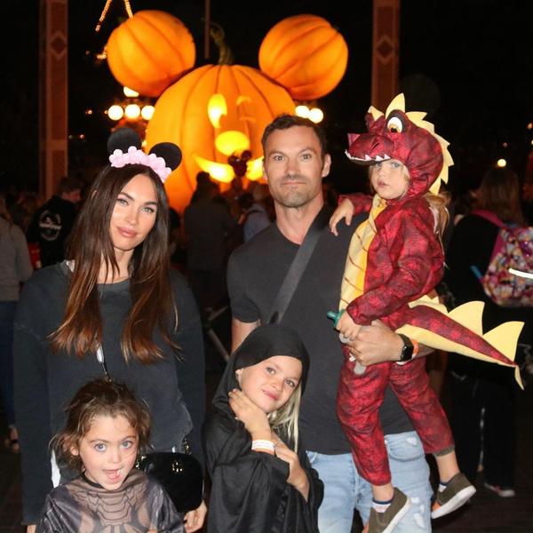 Меган Фокс и Брайан Остин Грин с сыновьями