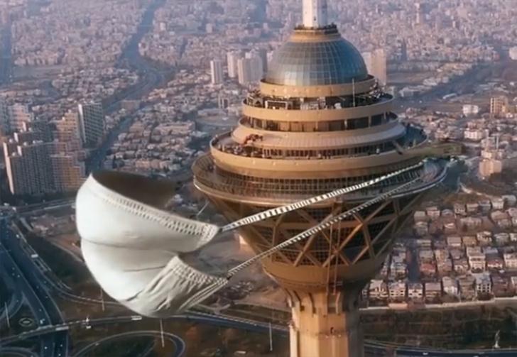 Фото №1 - Иранский художник надел медицинскую маску на самое высокое здание страны (видео)