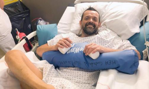 Фото №1 - Во Франции впервые в мире сделали пересадку обеих рук и плеча. Пациент ждал операции более 20 лет