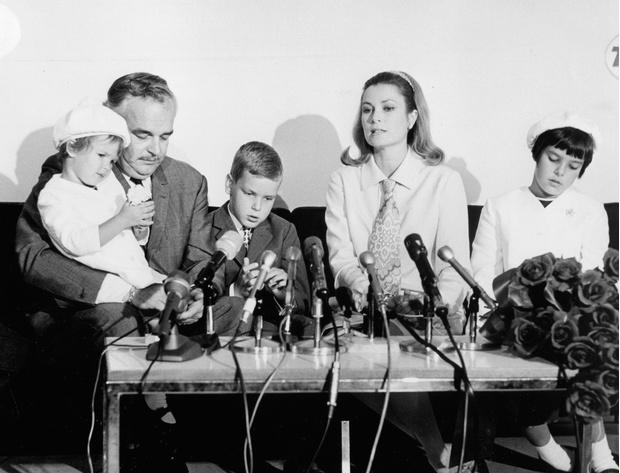 Фото №4 - Деньги раздора: почему свадьба Грейс Келли и князя Ренье III могла не состояться