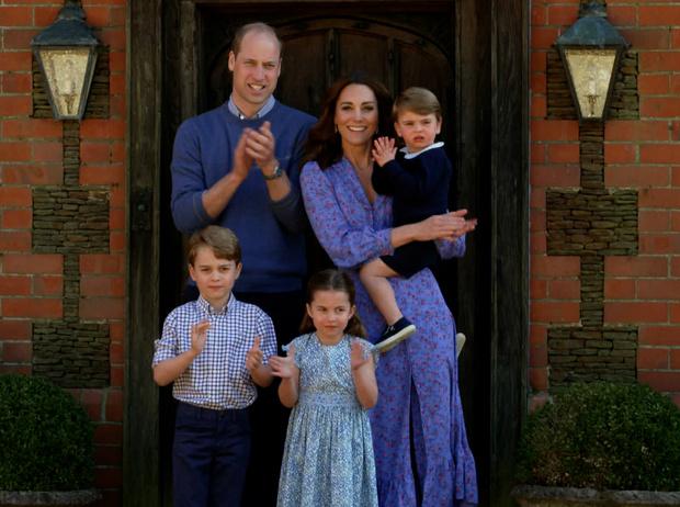 Фото №1 - Четвертая беременность или реверанс Диане: что хотела сказать Кейт своим нарядом
