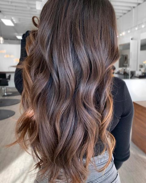 Фото №1 - Карамельный цвет волос: идеи окрашивания, которые ты захочешь повторить