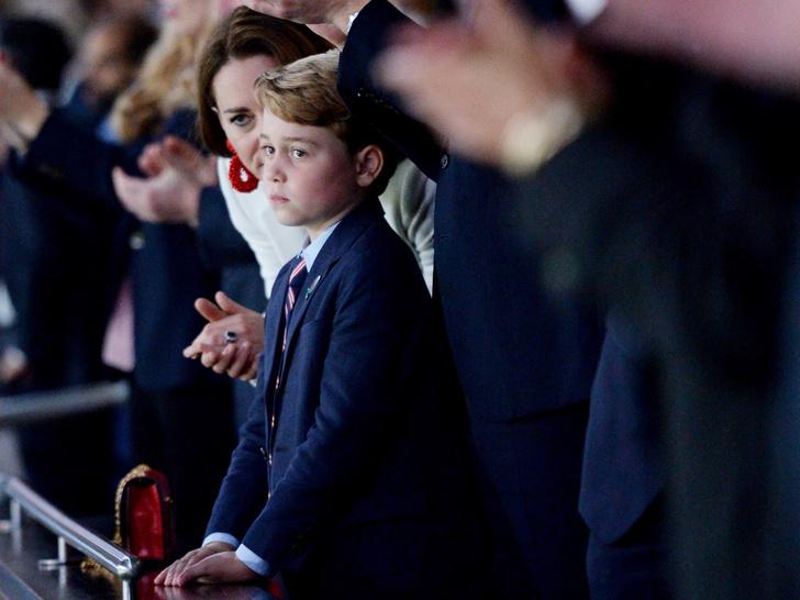 Фото №1 - Самый грустный принц в мире: новое фото Джорджа Кембриджского стало вирусным
