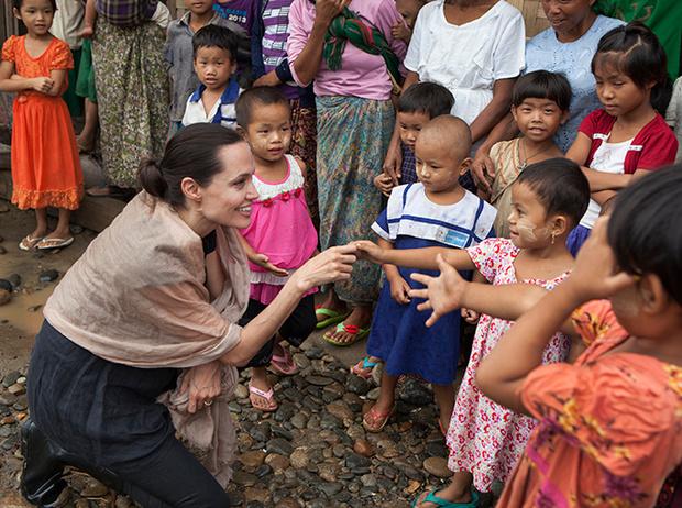 Фото №2 - Благотворительность в XXI веке: искренняя помощь или красочное шоу?