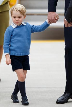 Фото №13 - Фирменные позы и жесты королевских особ (а вы замечали?)