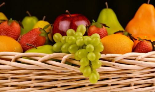 """Фото №1 - Фрукты нельзя есть вечером. Поговорка """"два яблока на ужин и доктор не нужен"""" безнадежно устарела, считает гастроэнтеролог"""