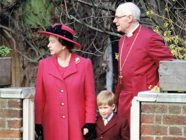 Фото №3 - Прямой намек: какое послание Сассекским зашифровано в пасхальных фото Королевы и Чарльза