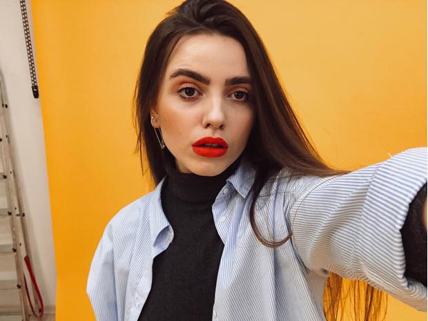 Фото №2 - Блог fashion-редактора: если нечего надеть, используй яркую помаду