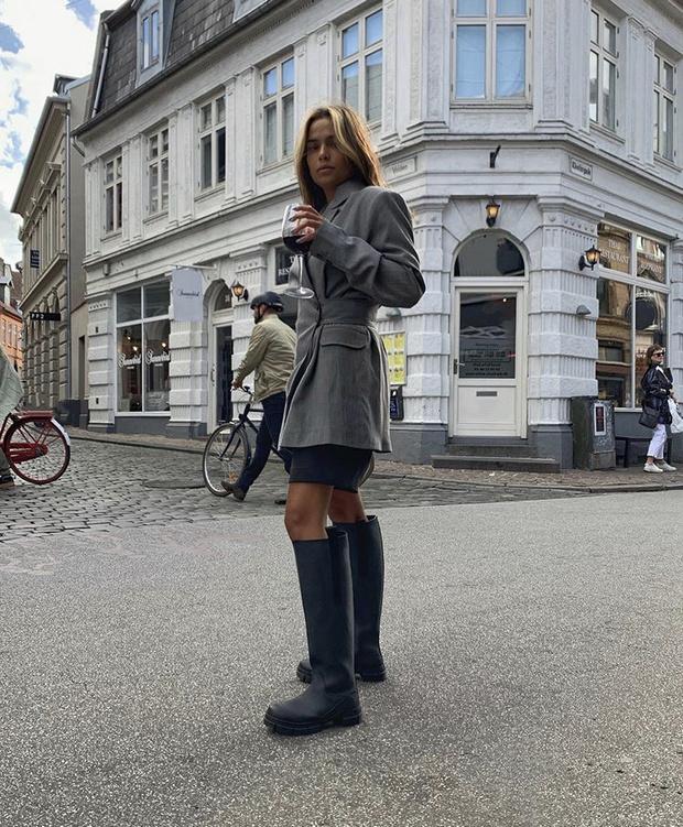 Фото №16 - С чем носить резиновые сапоги: показывают шведские и датские блогеры