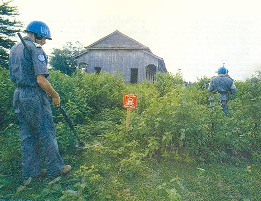 Фото №1 - «Голубые каски» против «красных кхмеров»