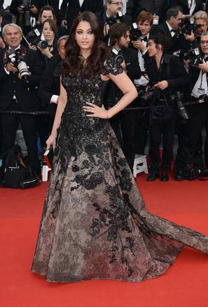 Фото №65 - Болливуд в Каннах: Айшвария Рай и все ее наряды за историю кинофестиваля