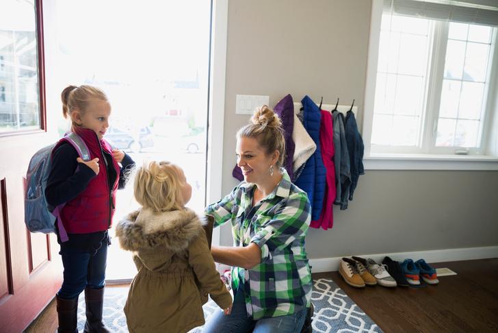 Фото №2 - Малыш долго одевается: как ускорить копушу