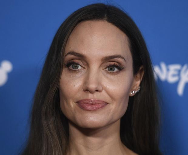 Фото №1 - Все ее трещинки: как на самом деле выглядит вблизи Анджелина Джоли