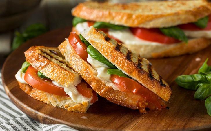 Фото №2 - Все гениальное просто: 7 рецептов сэндвичей на любой вкус