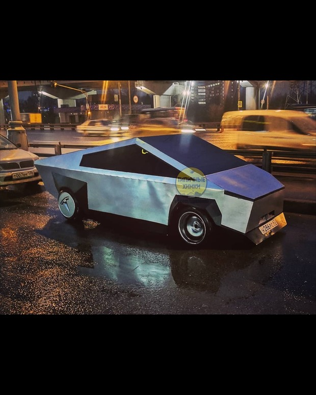 Фото №2 - В Подмосковье заметили копию «Киберпикапа» от Tesla (видео)