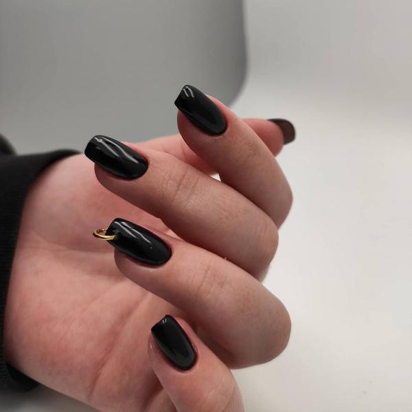 Фото №1 - Пирсинг ногтей: микротренд из Инстаграма, который стоит попробовать до конца лета