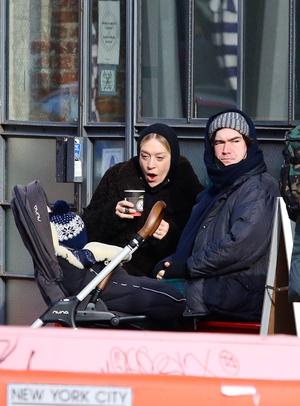 Фото №1 - Хлоя Севиньи и Синиш Макович— самые стильные молодые родители
