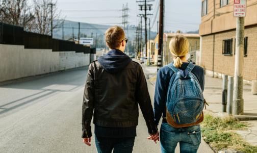 Фото №1 - Психологи объяснили, почему желание погулять может быть сильнее страха за свое здоровье