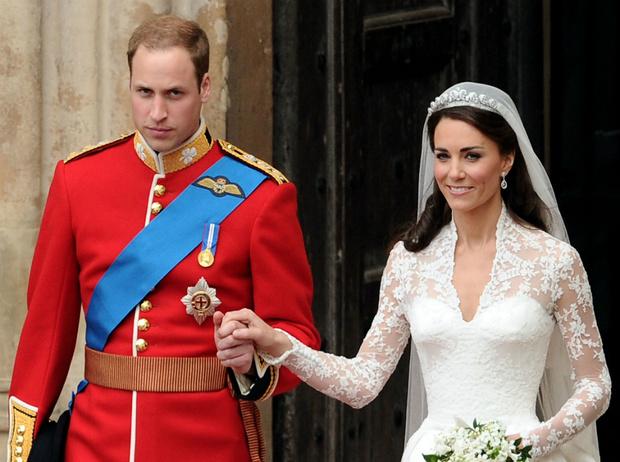 Фото №1 - Трагедия для невесты: почему герцогиня Кейт плакала из-за своего свадебного платья