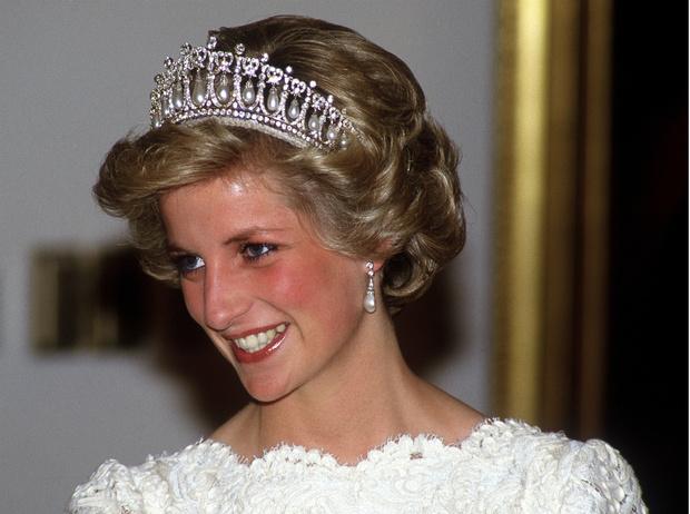 Фото №1 - Дело чести: когда Диана впервые пошла против королевской семьи