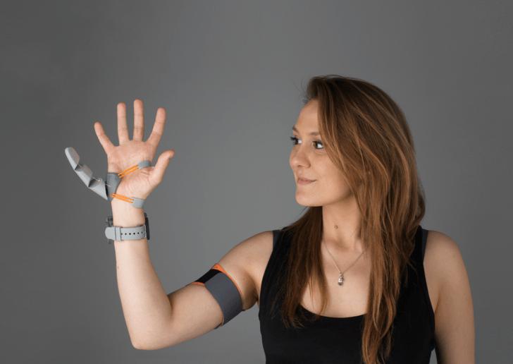 Фото №1 - Ученые дали людям шестой палец, и вот как те им пользовались (чудесатое видео)