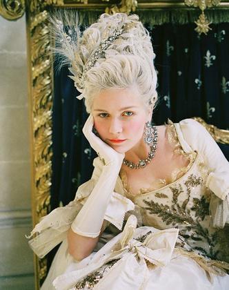 Фото №15 - Французский шик: как одеться в стиле современной Марии-Антуанетты
