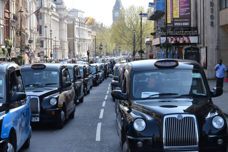Фото №2 - По земле, воздуху и воде: как работает такси в разных уголках мира