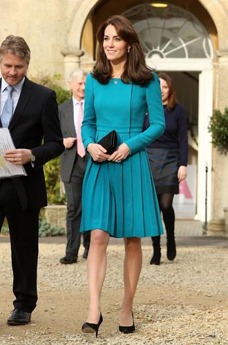 Фото №16 - 6 знаковых нарядов герцогини Кембриджской, которые она носит уже 6 лет