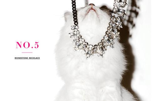 Реклама украшений Juicy Couture.